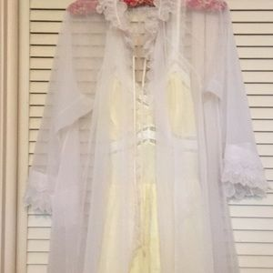 1940s Night Gown 💐 yellow cotton - floral lace